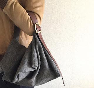 ウールリネンとレザーベルトのバッグ