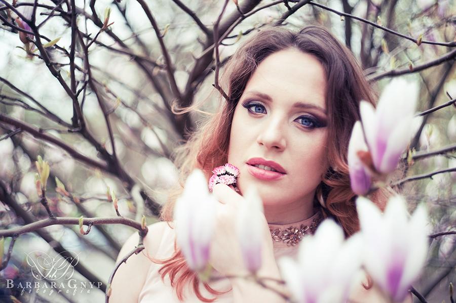 http://www.barbaragnyp.pl/2016/07/magnoliowe-love-sesja-kobieca-agnieszka.html