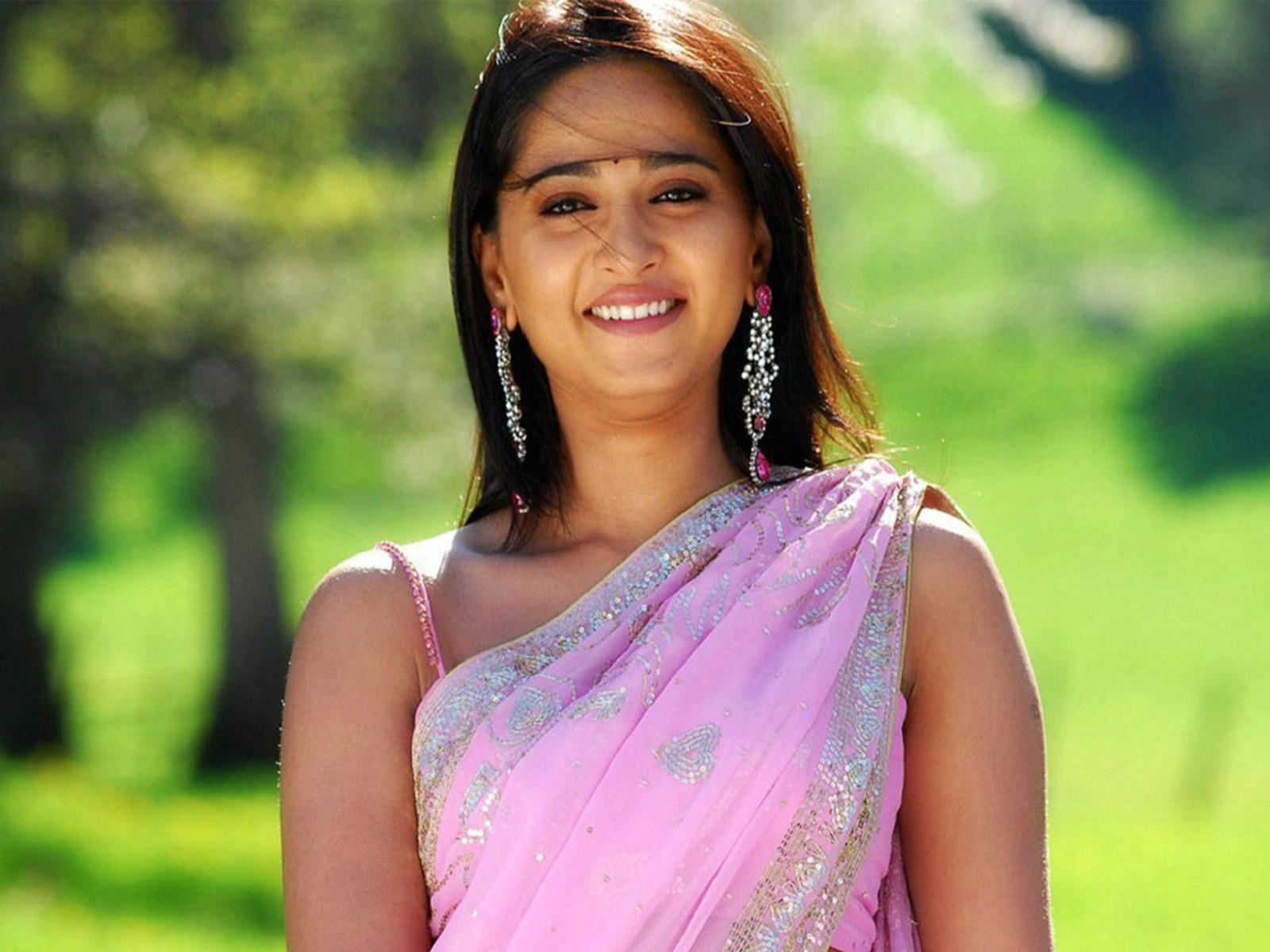 Anushka Shetty Hot In Pink Saree  1000 Hd Wallpaper-3904