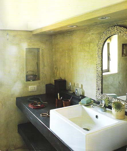 Concrete stone plaster shelves, niche - Côté Sud Aout-Sept 2006, edited by lb for linenandlavender.net