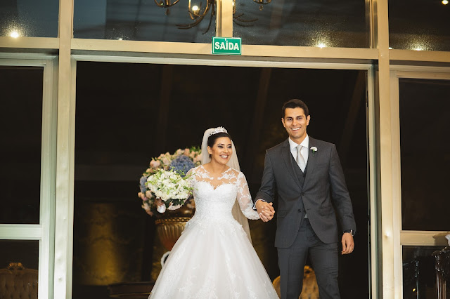 casamento real, recepção, porto vittoria, decoração, branco azul e rosa, entrada dos noivos