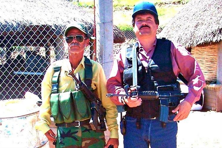 8 sene cezaevinde kalan El Chapo yetkili kişilerinde yardımı ile elbise arabasına gizlenerek kaçtı.