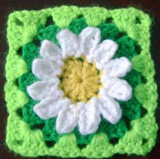 http://www.mazkwok.com/2013/11/wild-daisy-flower-granny-square-free.html