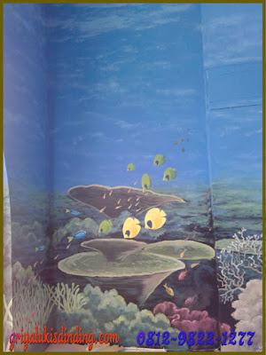 Mural lukis dinding pemandangan alam bawah laut yang indah