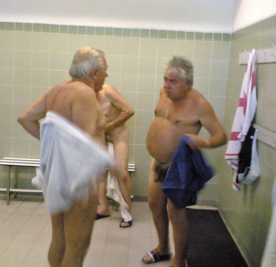 viejos gay cruising baños publicos