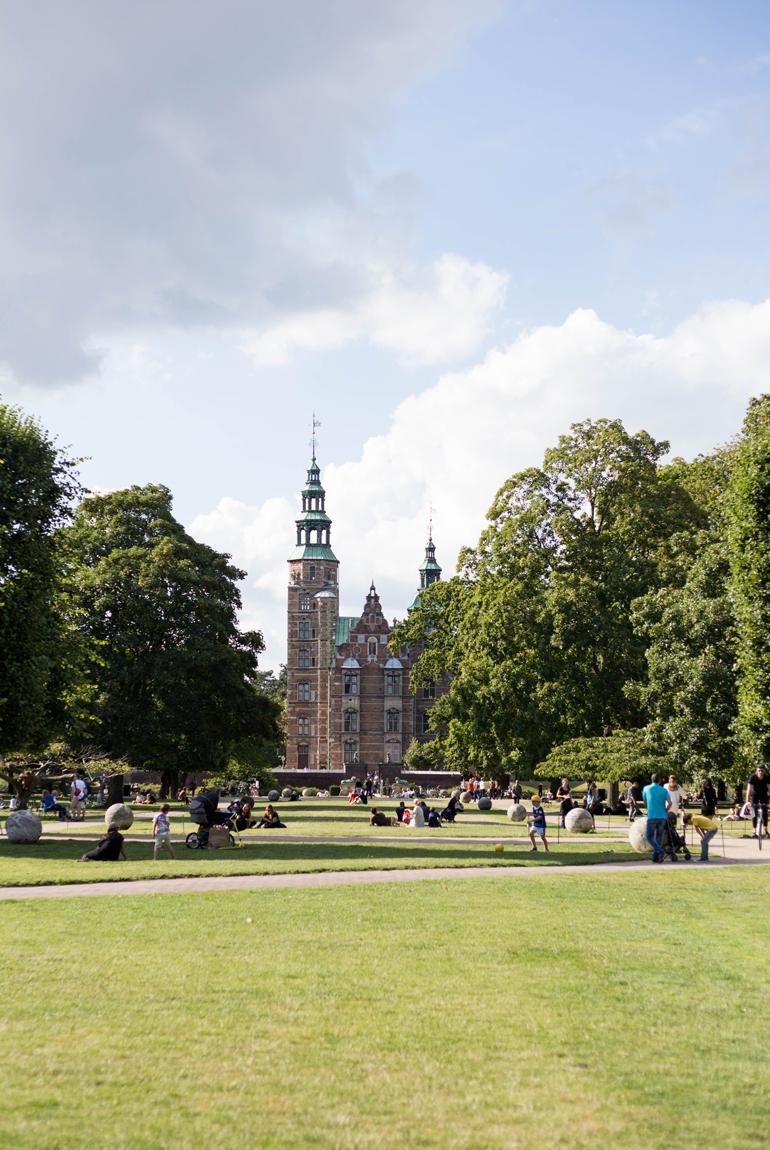 imprescindibles-viajar-copenhague-castillo-rosenborg-picnic