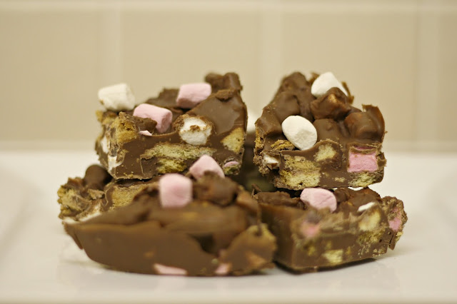 Easy-rocky-road-fridge-cake-recipe-blog-post