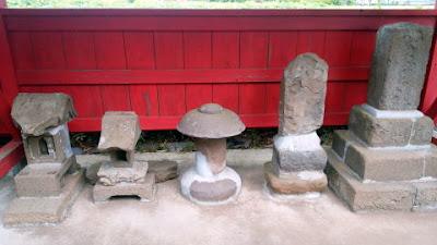 境内の石祠