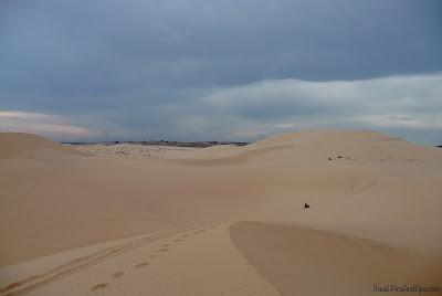 Les dunes de sable blanches à Mui Ne au Vietnam