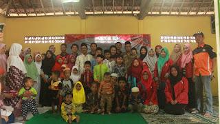 Sesi foto bersama, keluarga RR dan Pihak Yayasan Al Mustajab