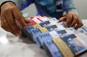 Kelebihan dan kekurangan uang kertas