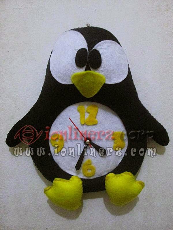 Jam Dinding Flanel Karakter Kartun Boneka Pinguin/Penguin