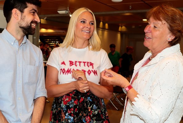 Crown Princess Mette Marit wore H&M floral cotton skirt and GESTUZ T-Shirt. Crown Princess met with Author Zeshan Shakar and Ms Marianne Borgen