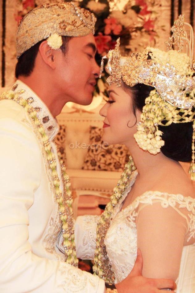 photo pernikahan zumi zola dan sherrin tharia