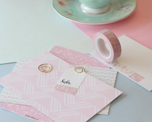Snail mail: toques de rosa y flores blancas
