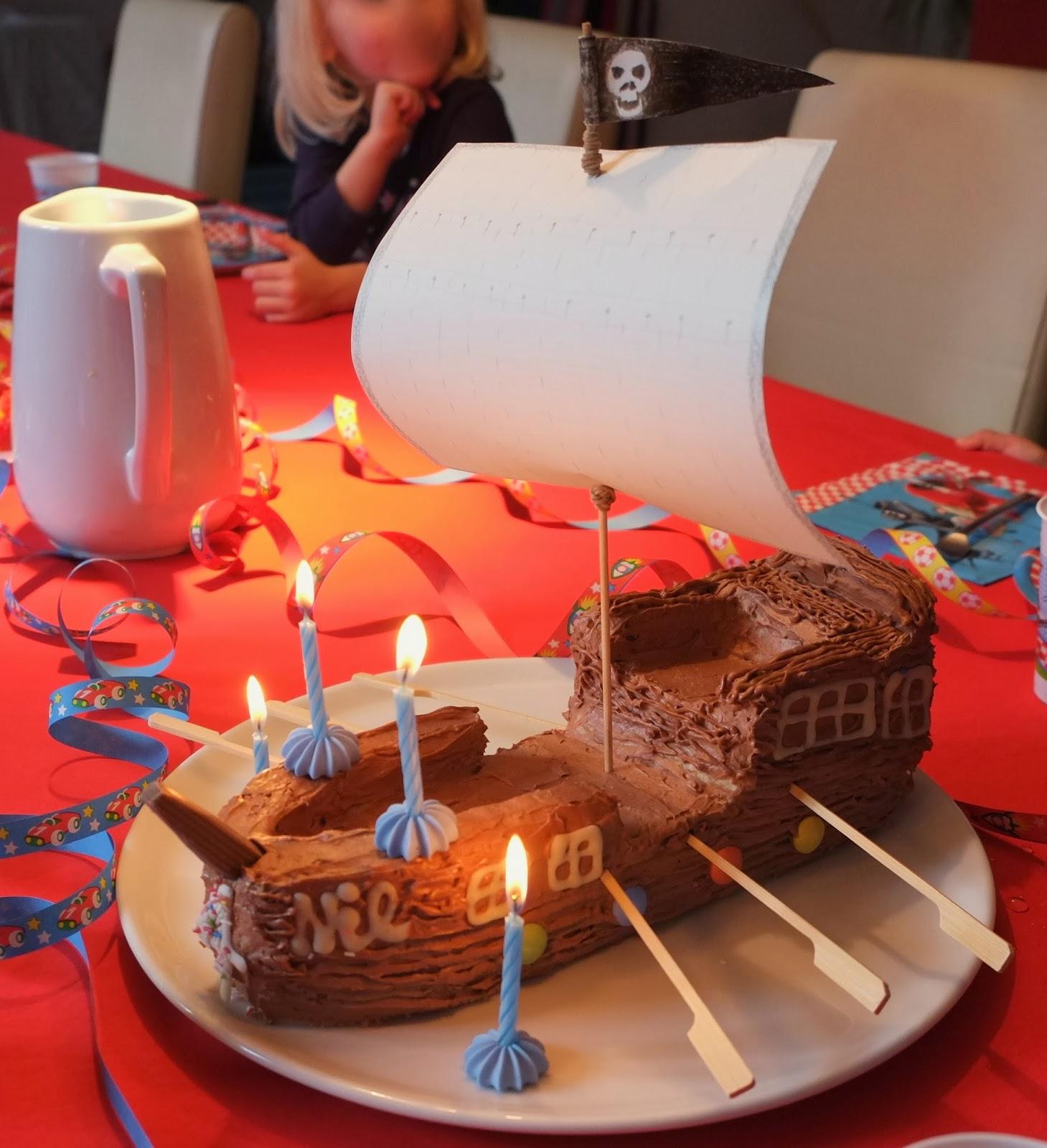 PHE-licious ! : Piratenschiff Kuchen