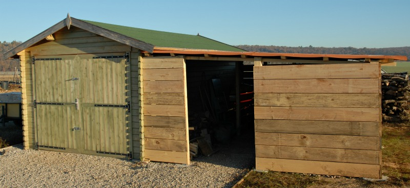notre maison en provence fabrication de l 39 abri bois. Black Bedroom Furniture Sets. Home Design Ideas