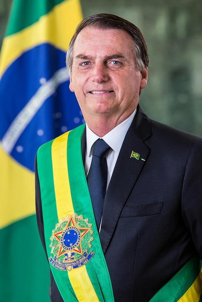 BRASIL: Com boa recuperação, Bolsonaro já caminha pelo corredor do hospital.