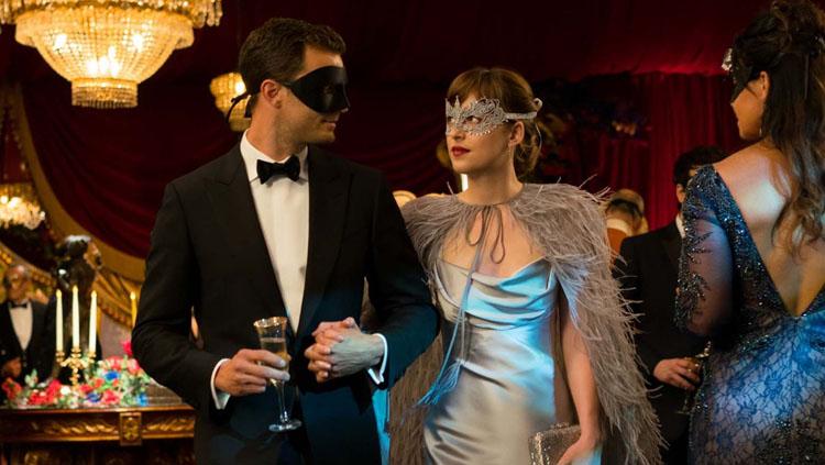 Jamie Dornan y Dakota Johnson en 50 Sombras más oscuras