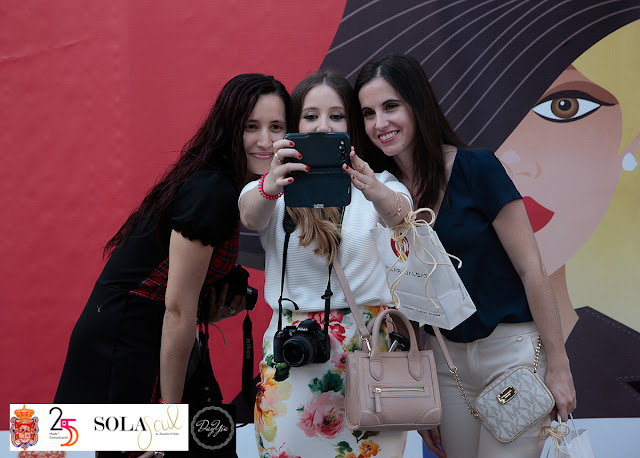 http://choco-chic.blogspot.com.es/2015/05/pink-bolgger-tour-granada-esta-de-moda.html