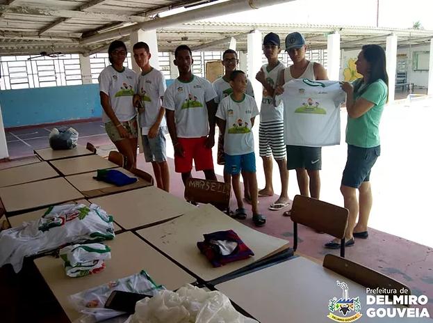 Em Delmiro Gouveia,  alunos do Serviço de Convivência recebem novos uniformes da Secretaria de Assistência Social