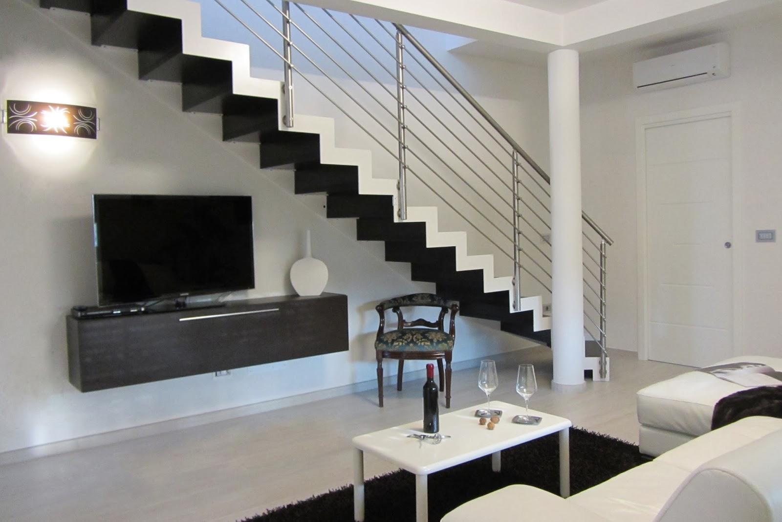 sala de estar con escalera