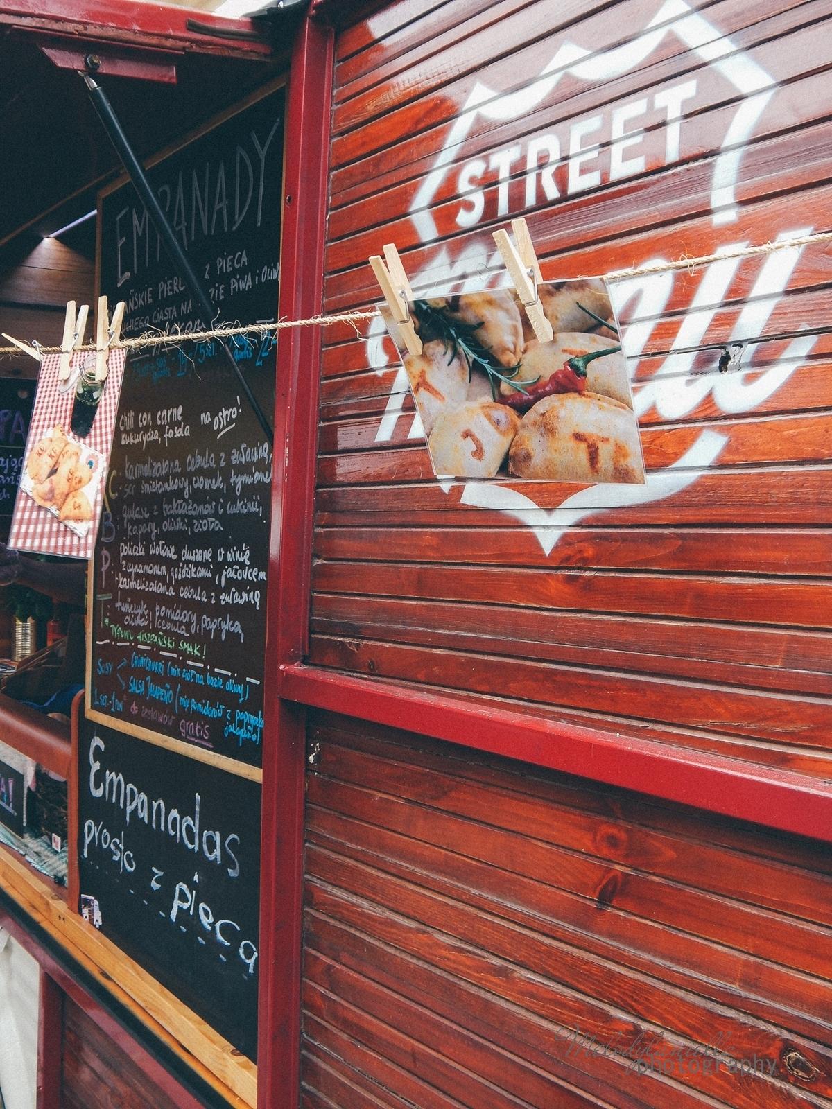 8 XV Łódź Street Food Festival. Uliczna uczta przy Piotrkowskiej 217 before food market lato co zjeść food truck festival łódź bangkok lody tajskie chińskie pierożki na parze baklava tacos kiełbasiarnia kofola