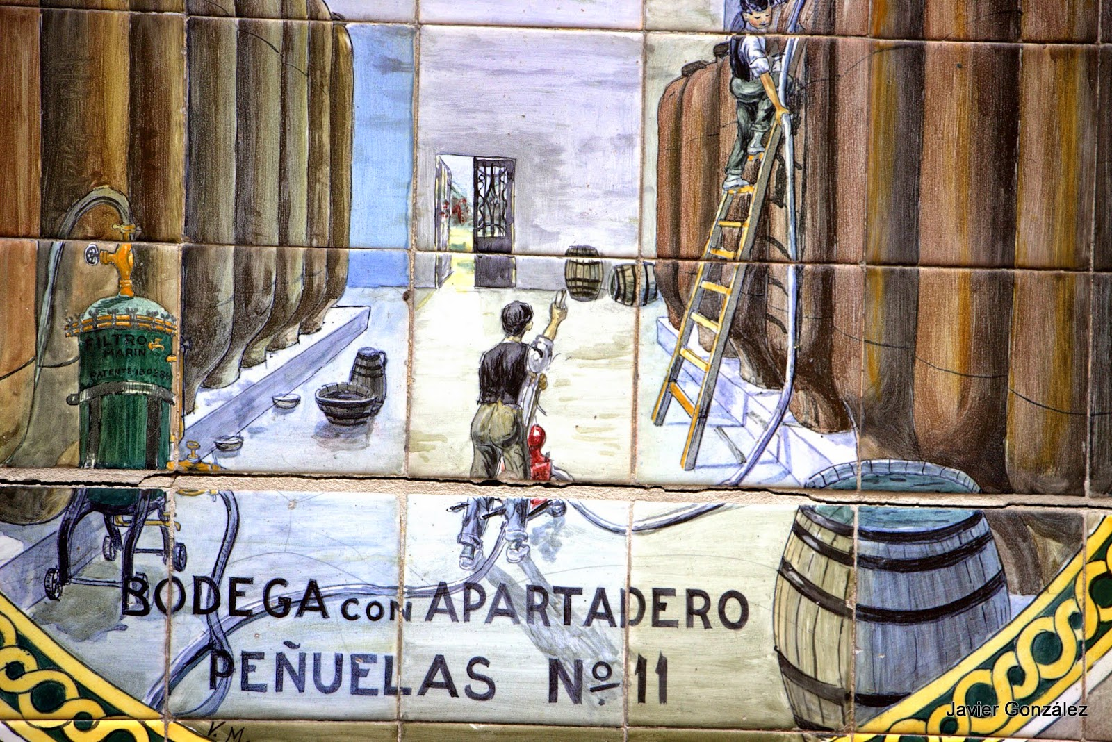 Malasaña. Azulejos. San Vicente Ferrer, 44