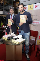 John Amham launches the book of DR.Aashish Contractor 07.JPG