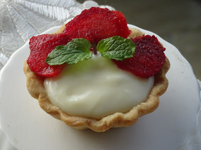 Strawberry & mascarpone tartlet