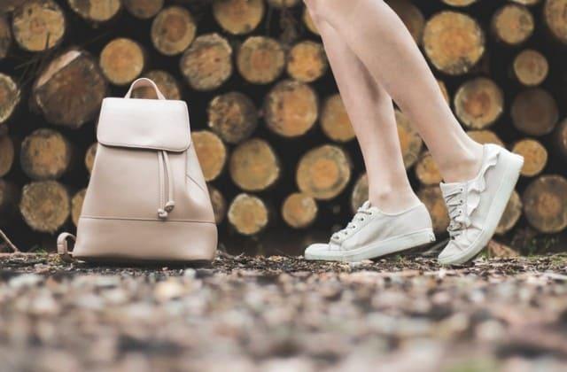 Tas yang bisa menemaninya serta membawakan barang-barangnya bisa kamu berikan untuk sahabat tercinta