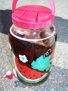 Secret to sun tea is baking soda
