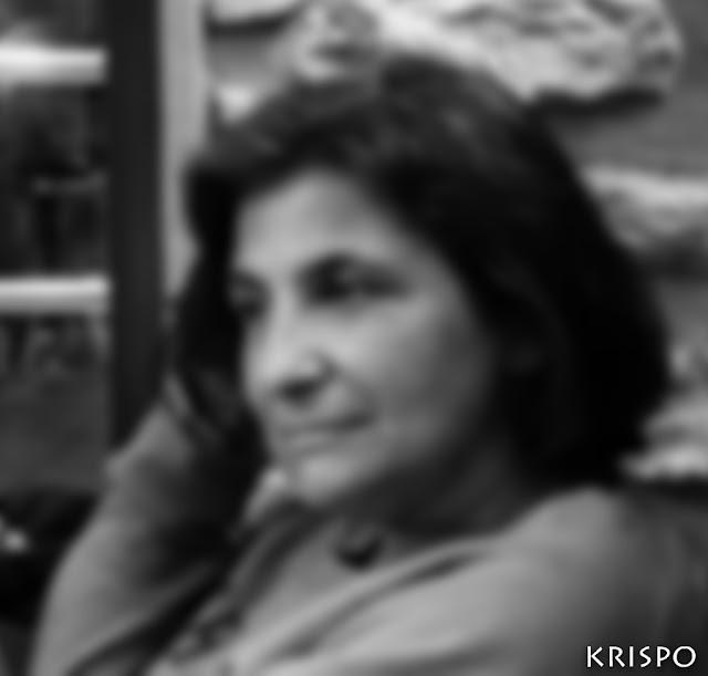 retrato de krispo de ikusibatusi desenfocado en blanco y negro