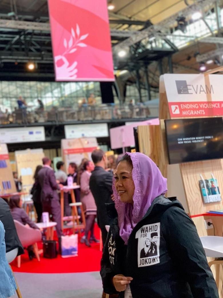 Yenny Wahid Bicara soal Baju Tulisan Arab Pegon 'Tetap Jokowi'