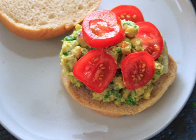Smashed Avocado and Chickpea Salad Sandwich #vegan #recipevegetarian