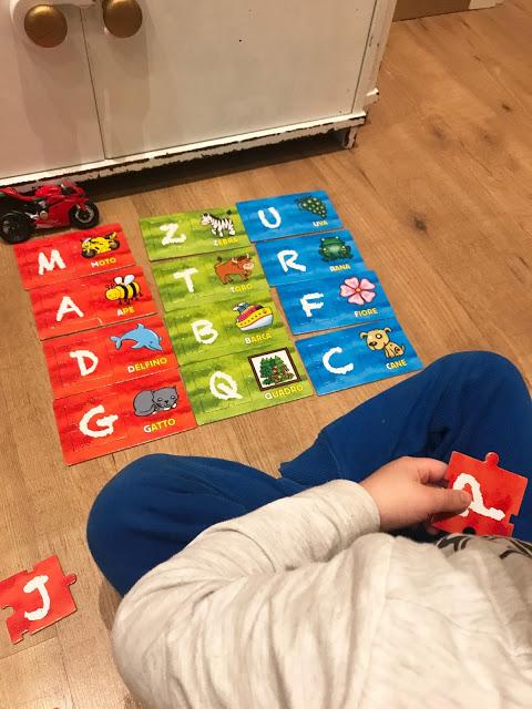 """Avvicinarsi alle lettere giocando: """"L'Alfabeto"""""""