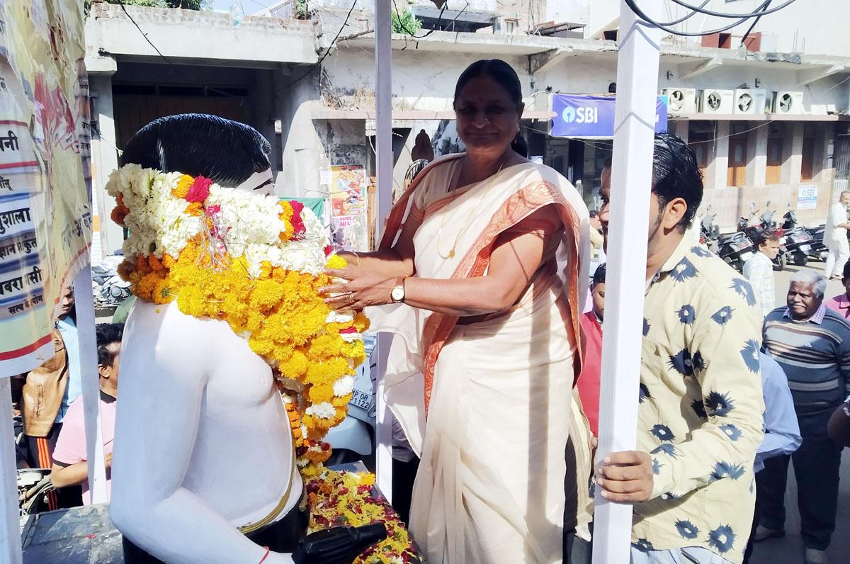 Jhabua News- Azad Jayanti- आजाद की पूण्यतिथि पर माल्यार्पण कर किया स्मरण