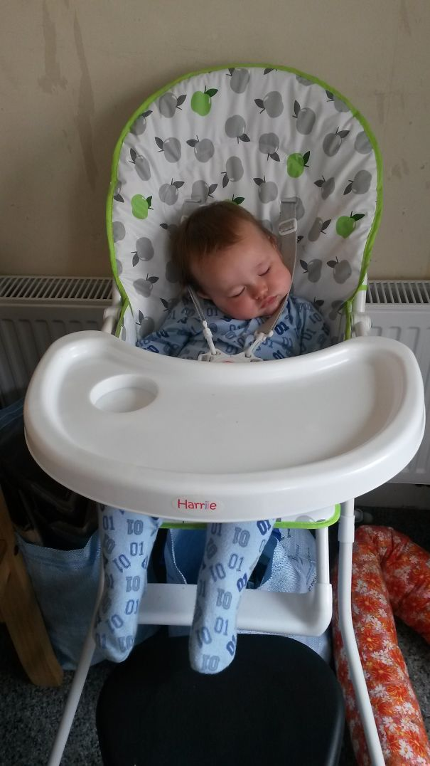 15+ Hilarious Pics That Prove Kids Can Sleep Anywhere - Waiting For Dinner!