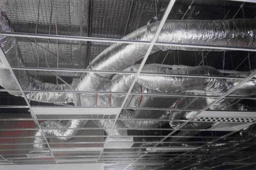 hệ thống ống gió được bọc bảo ôn xốp cách nhiệt