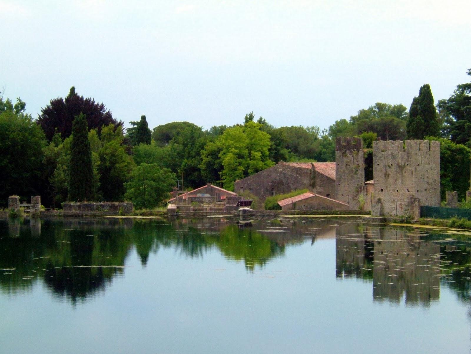 Lago no Jardim de Ninfa