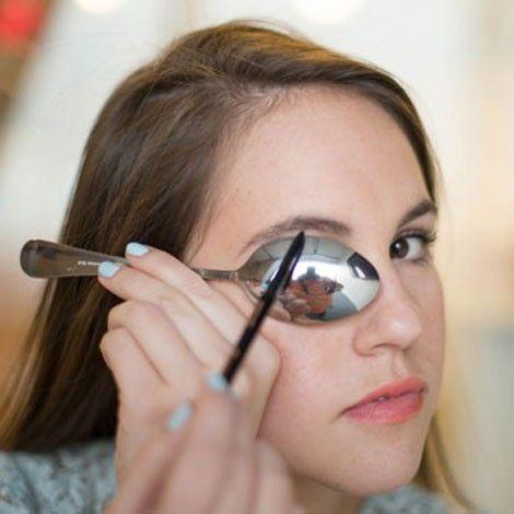 Maquilla Cejas con la Técnica de la cuchara