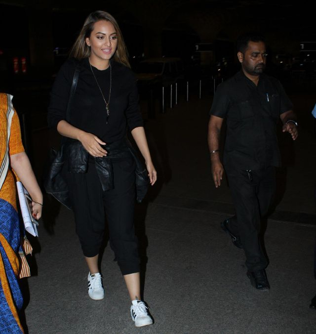 Sonakshi Sinha Spotted at Mumbai Airport In Full Black