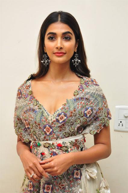 Pooja Hegde Hot Cleavage Pic