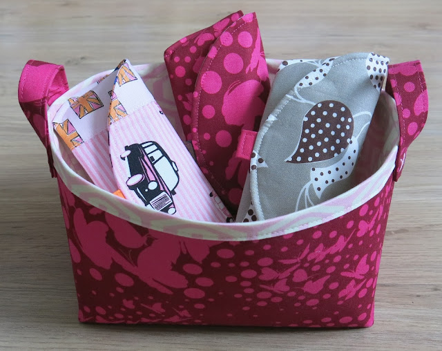 Glasses case - Tutorial by Thread Riding Hood - Cases in my fabric basket