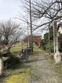 刀尾神社の木造朱塗りの両部鳥居