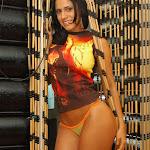 Andrea Rincon, Selena Spice Galeria 36 : Shakiras, Camiseta Negra Con Amarillo y Rojo, Tanga Amarilla y Naranja Foto 35