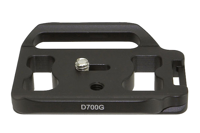 Desmond D700G QR plate for Nikon D700 / MB-D10 grip.