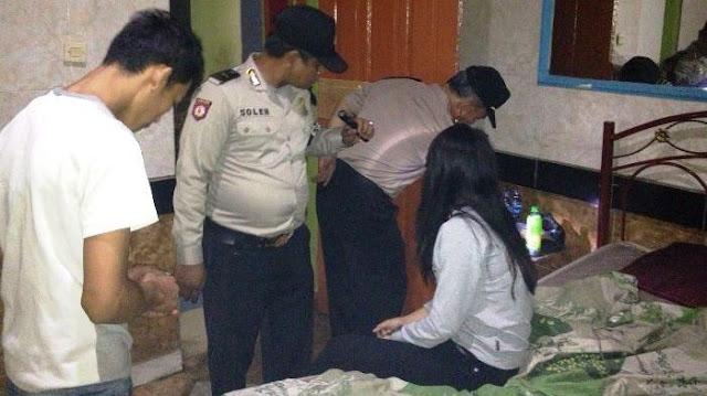 Muda - Mudi Di Aceh Digerebek Sedang Berduaan Di Kamar Saat Puasa !