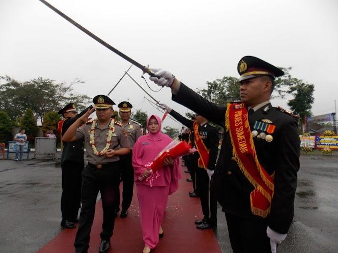 Prosesi Penyambutan Kapolres AKBP Hartoyo S.I.K M.H di Halaman Mapolres Sumedang