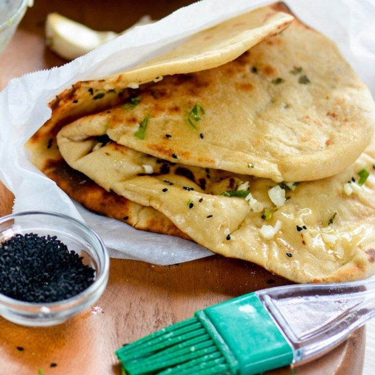 Homemade Restaurant-Style Indian Garlic Naan #indianbreads #indianfood